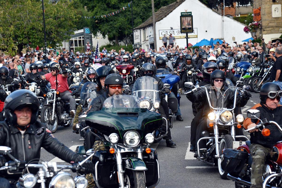 Video And Gallery Hundreds Of Harley Davidsons Roar Through Baildon