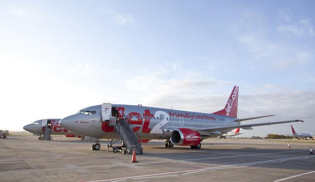 Jet2 announces extra flights to tenerife from leeds bradford jet2 aircraft picture jet2 m4hsunfo