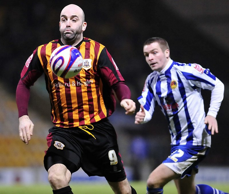 Barry Conlon will sign to stay at Valley Parade until the end of the season