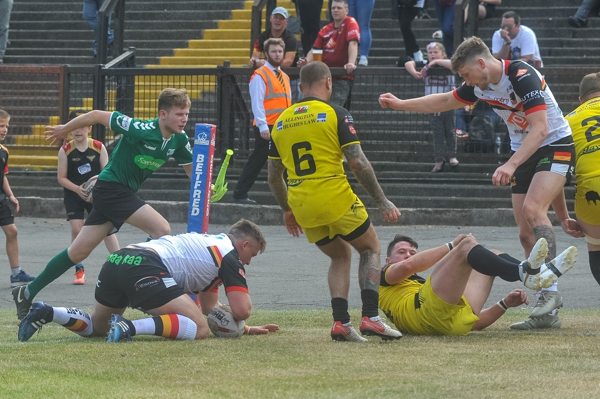 Bulls skipper Lee Smith scores one of his two first-half tries against North Wales Crusaders Picture: Tom Pearson