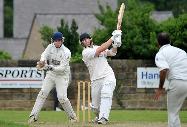 Otley v Beckwithshaw.. Jamie Pickering hita for Six (otley).