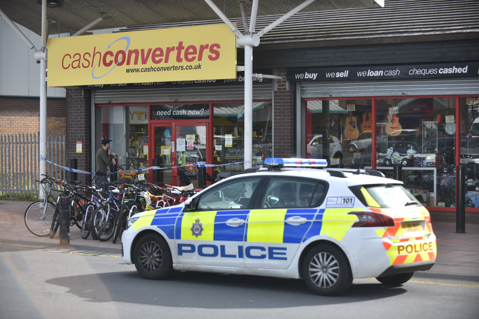 Police appeal for information on two men after Cash Converters raid