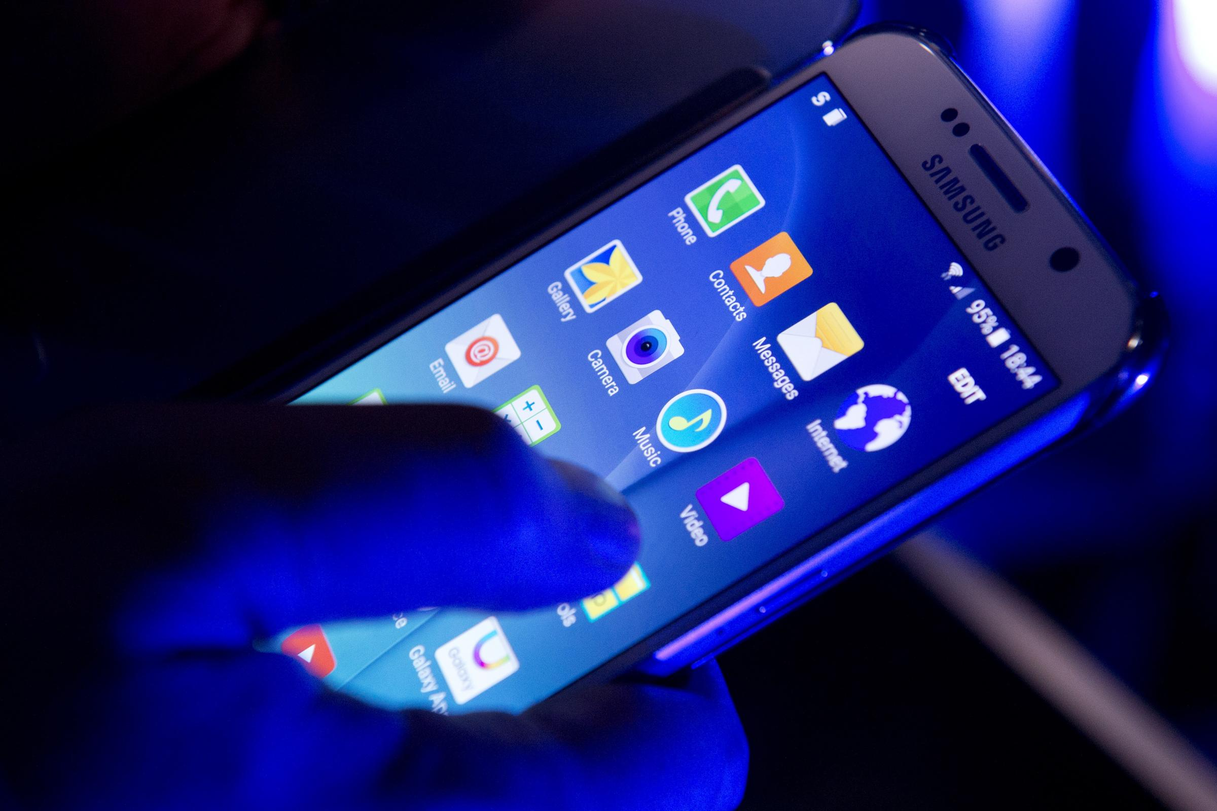 Samsung Galaxy S6 phones unveiled