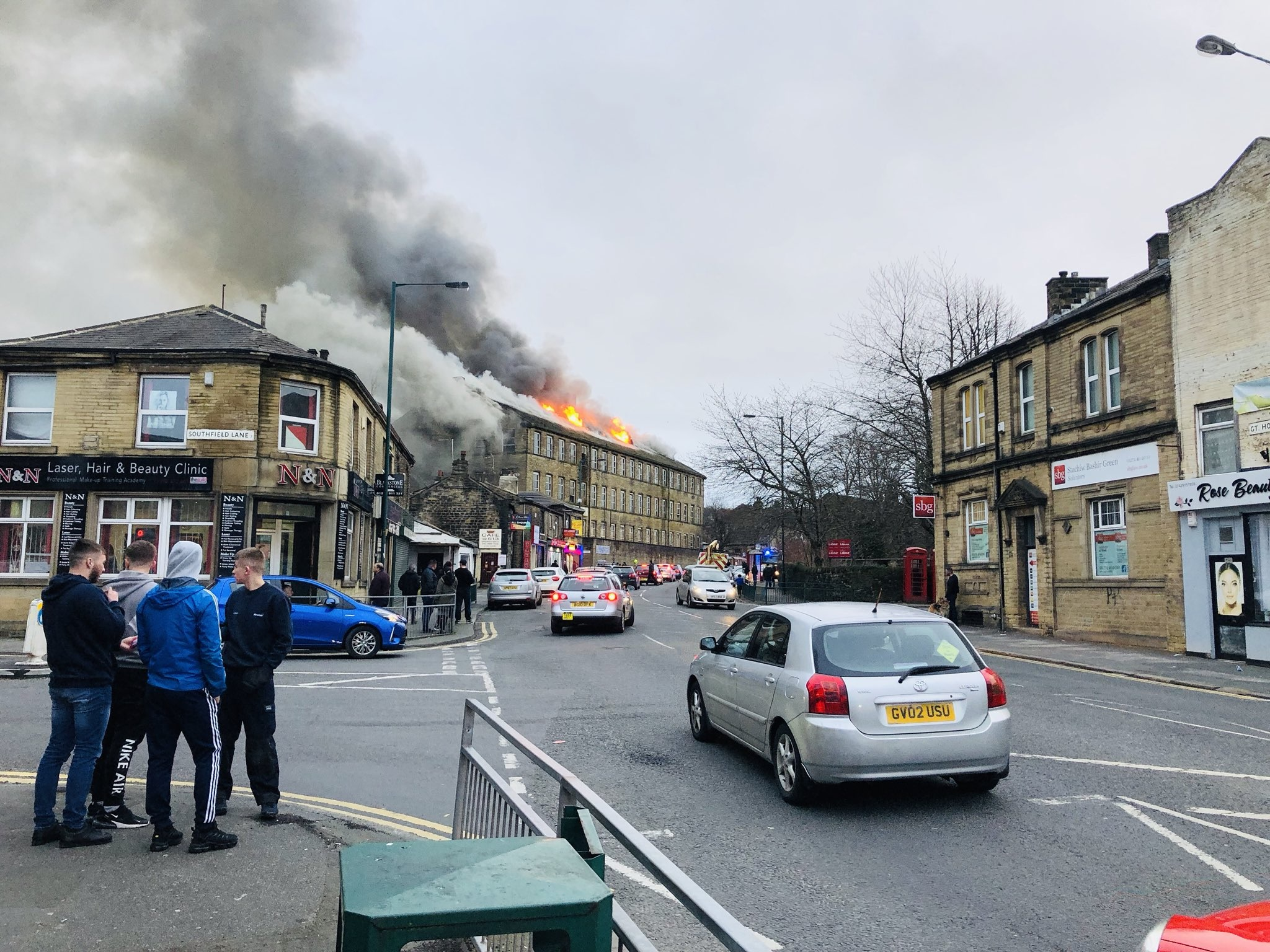 Large mill in Great Horton Road on fire