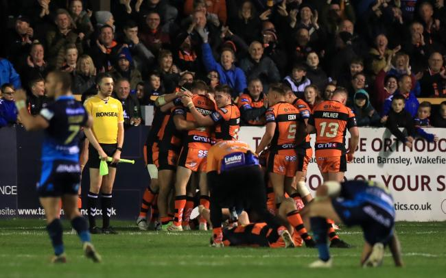 Bulls will head to the Mend-A-Hose-Jungle on Boxing Day to face Castleford Tigers