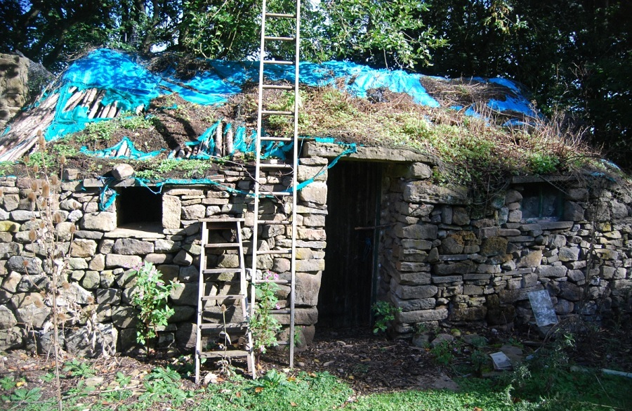 Stone hut and caravan can remain on woodland site