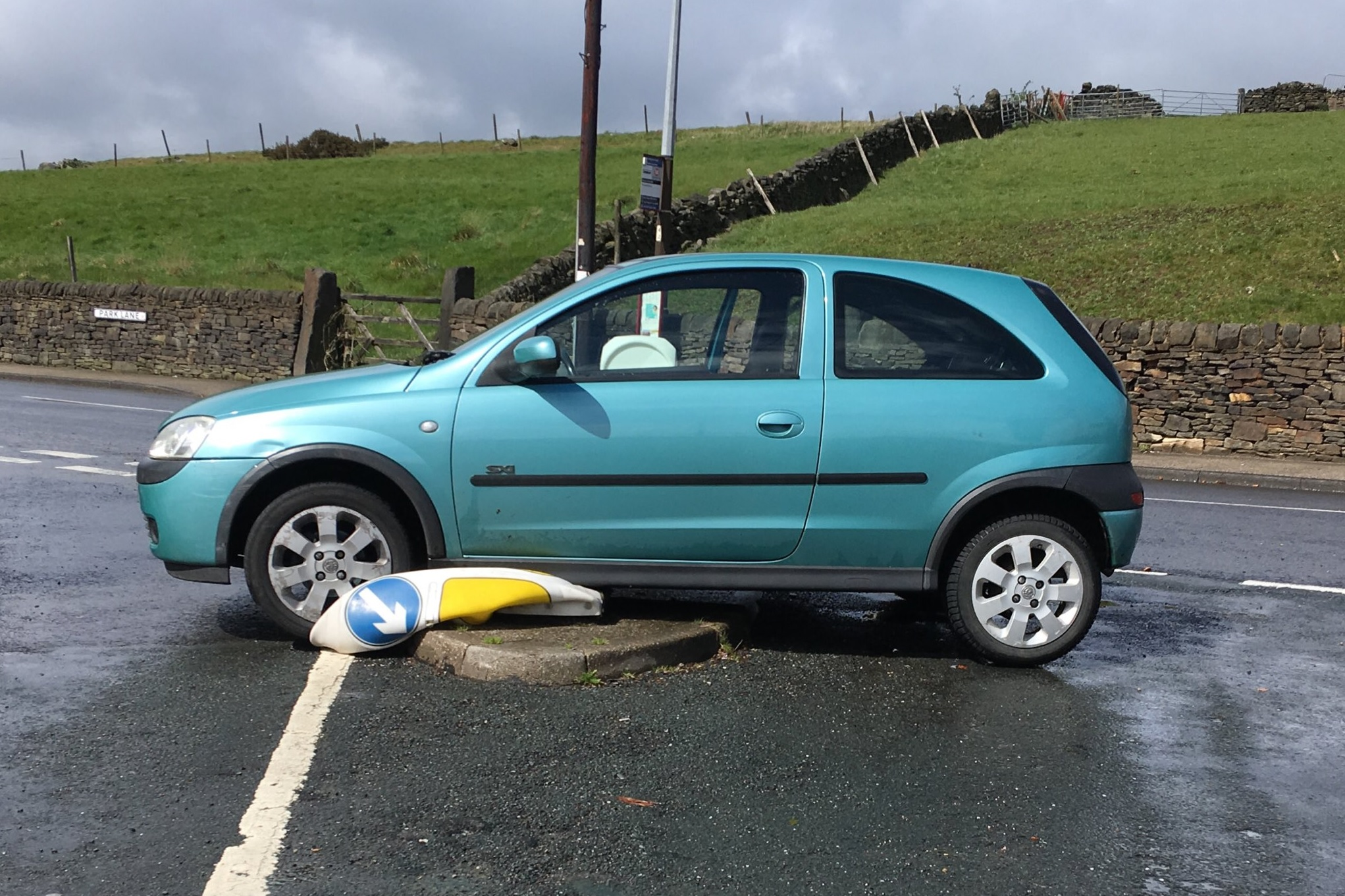 Stolen car seized after crashing in Glen Lee Lane, Keighley