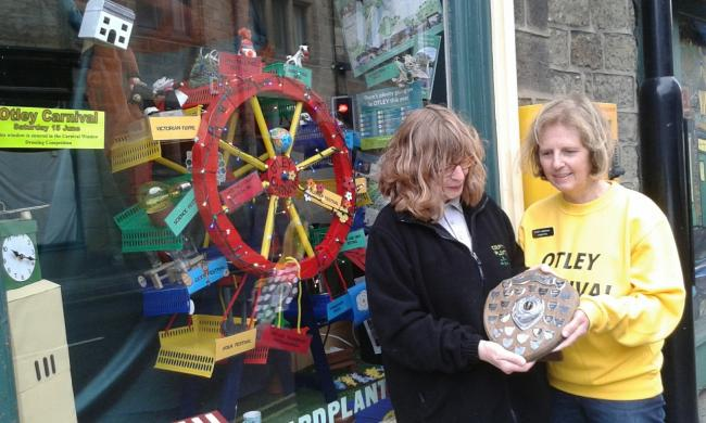 Sue Bye (right) from Otley Carnival Committee presenting the Overall Winner shield to Sue Devereaux of Courtyard Planters